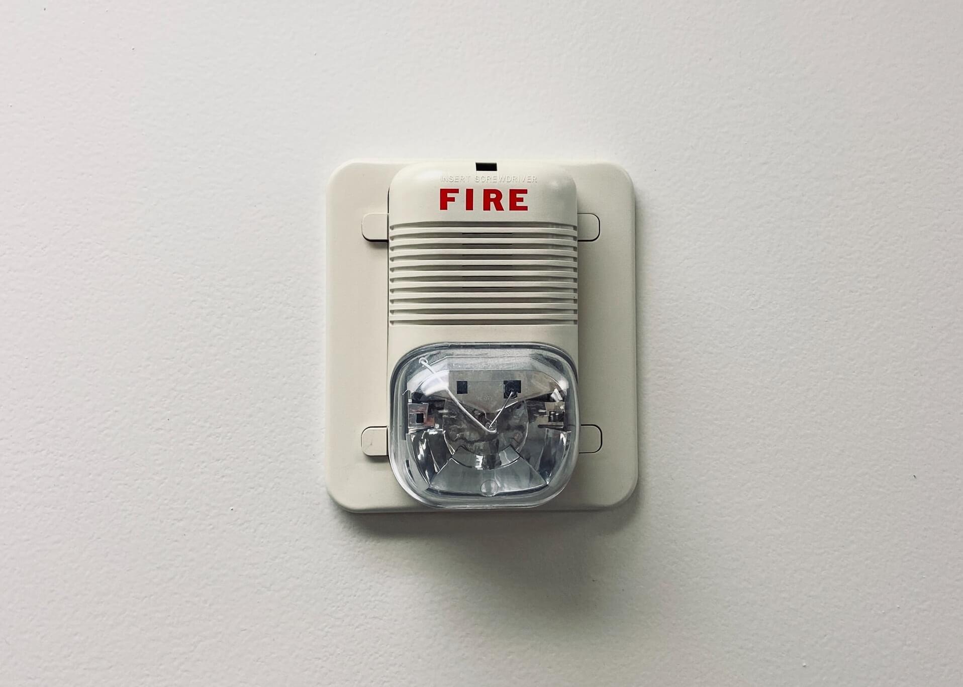 Jak zaprojektować instalacje przeciwpożarowe w budynkach?